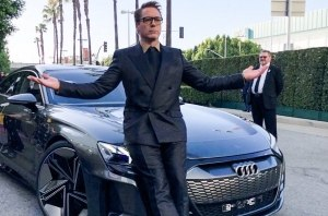Роберт Дауни-младший приехал на премьеру фильма Avengers: Endgame на Audi E-Tron GT